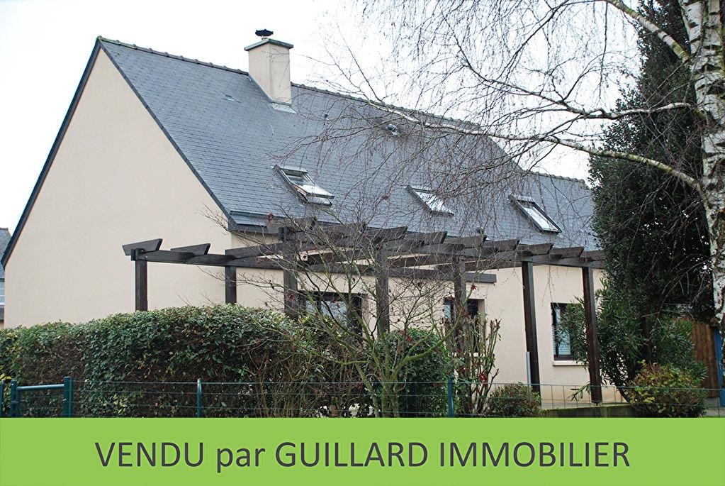 Maison contemporaine - Piré-sur-seiche - 7 pièces - 138 m²